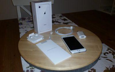 Świeżutki produkt prosto z Cupertino . . .   Apple iPhone 8 – mały, ale wyjątkowy