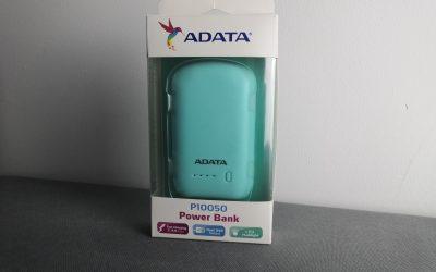 Niewielki power bank o pojemności 10050mAh z dwoma portami USB i latarką | ADATA P10050